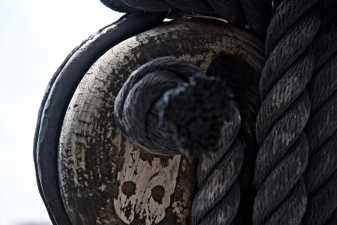 closeup photo of a rope and pulley