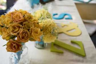 flowers on a wedding table
